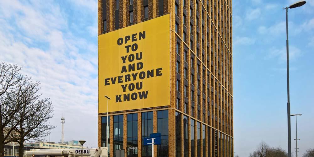 Gevelreclame - The Student Hotel - aluminium buizenframe - Image Building