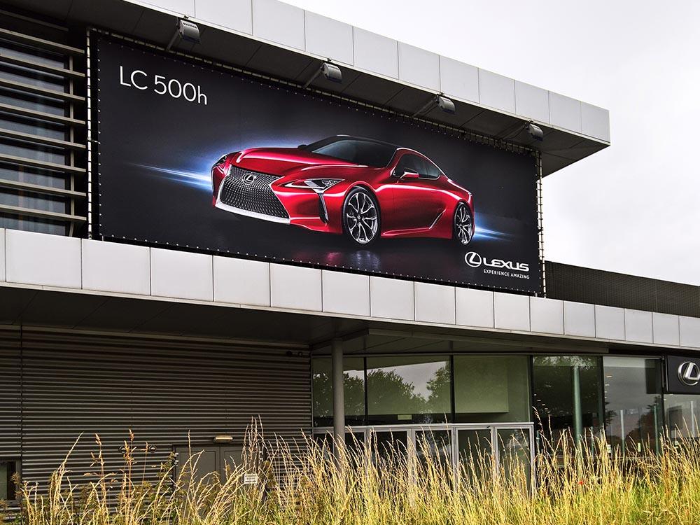 Lexus-Aluminiumbuizenframe online en offline marketing combineren