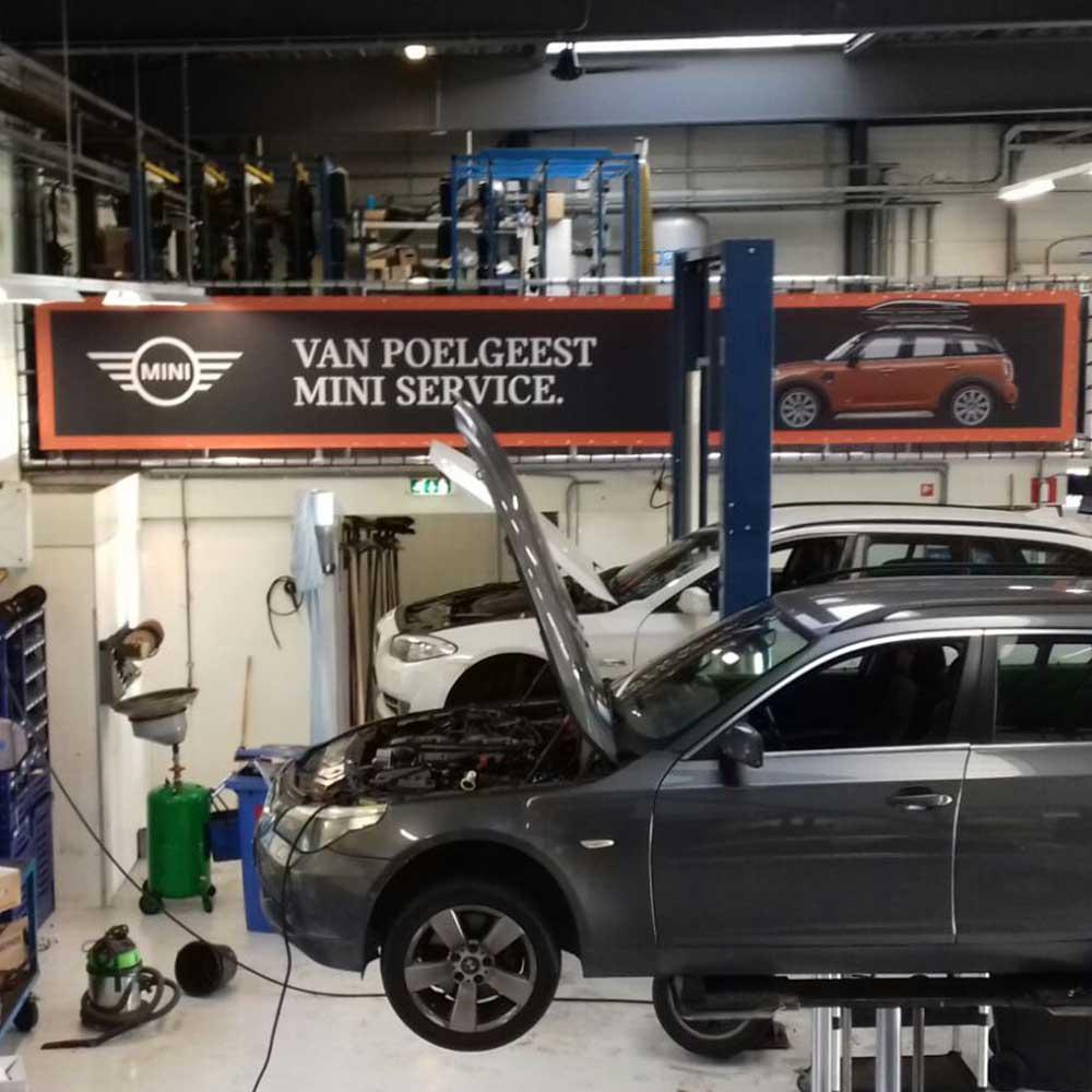 automotive marketing aankleding showroom of werkplaats
