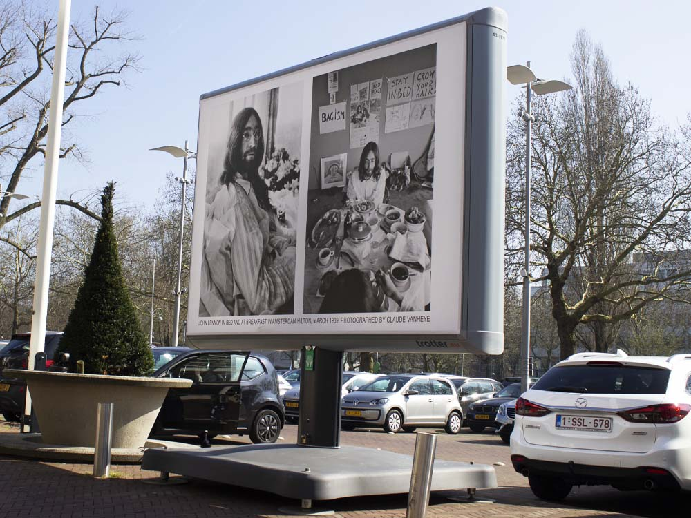 foto expositie john lennon + yoko ono Image building amsterdam