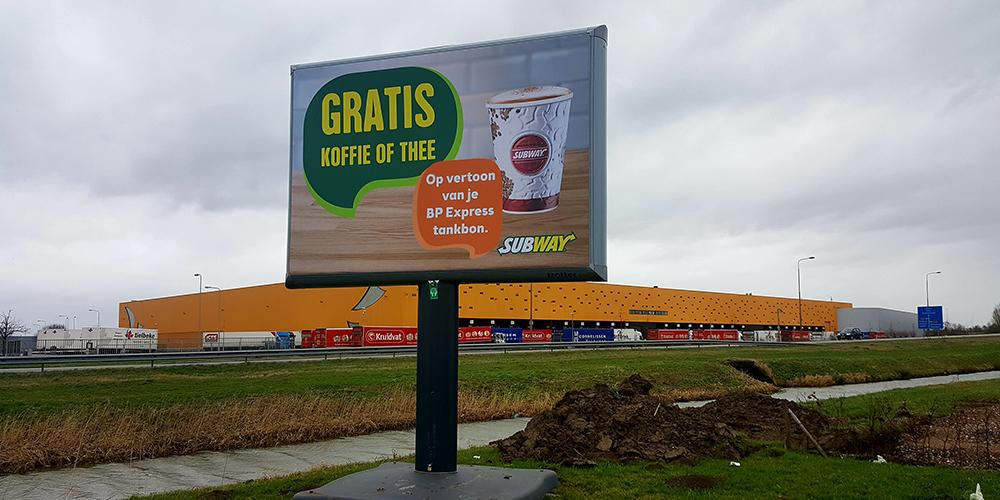 reclamebord buiten trotter mobiel billboard image building den haag