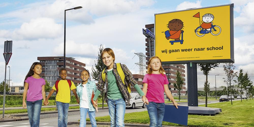 leer in het verkeer wij gaan weer naar school campagne op trotter mobiel billboard image building