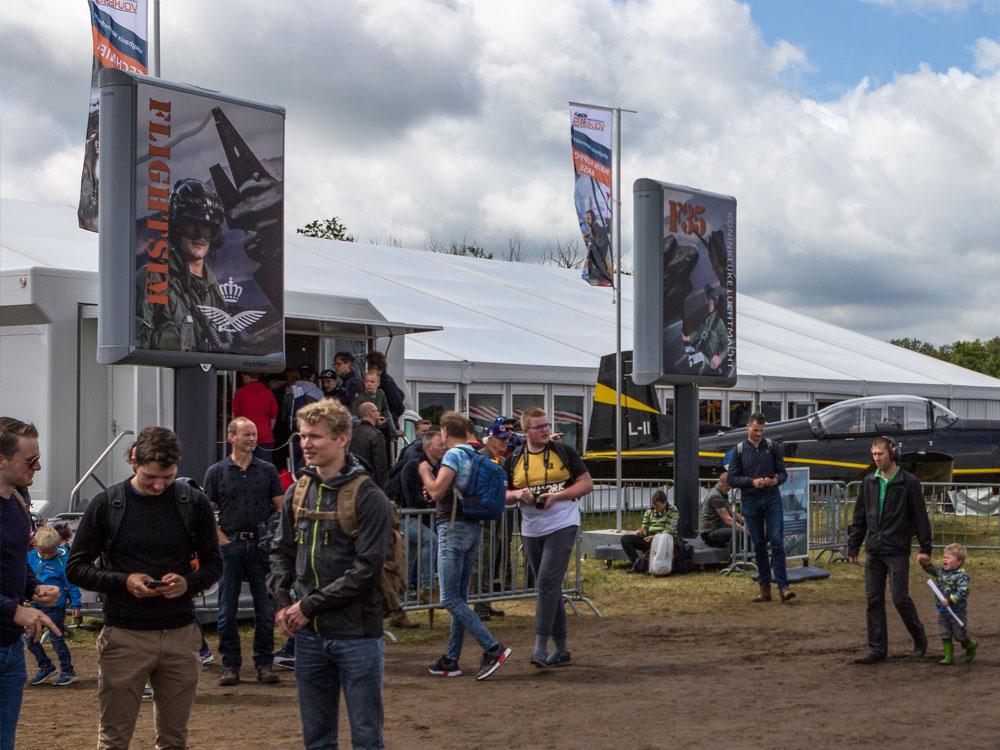 Luchtmachtdagen 2019 event aankleding evenementen signing trotter billboard 1000x750