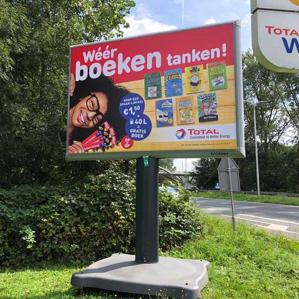 spaaracties en winacties bij total trotter billboard reclamebord buiten 1000x1000