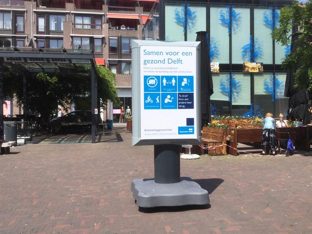 Waarschuwingsborden in Delft informatieborden coronaborden horecaplein communicatie