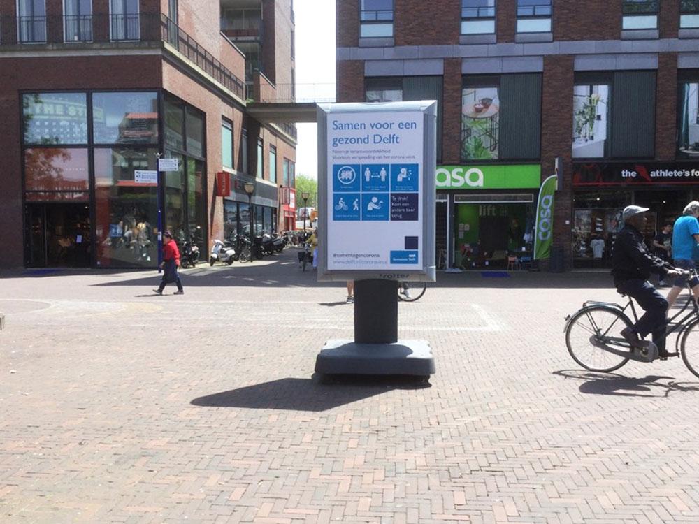 Waarschuwingsborden in Delft informatieborden coronaborden winkelcentrum communicatie