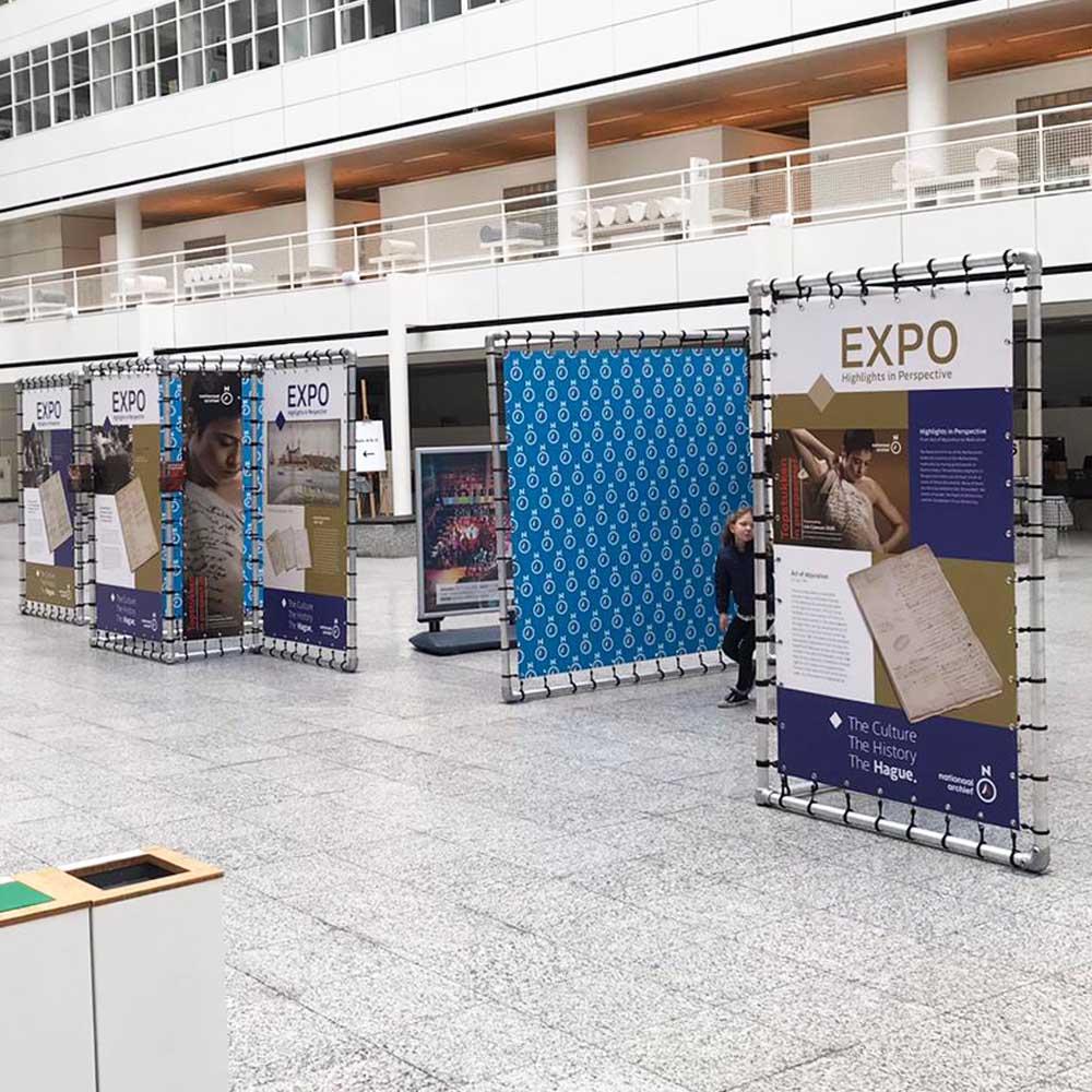 indoor tentoonstelling expo expositie aluminium buizenframe stadhuis Den Haag 1000x1000