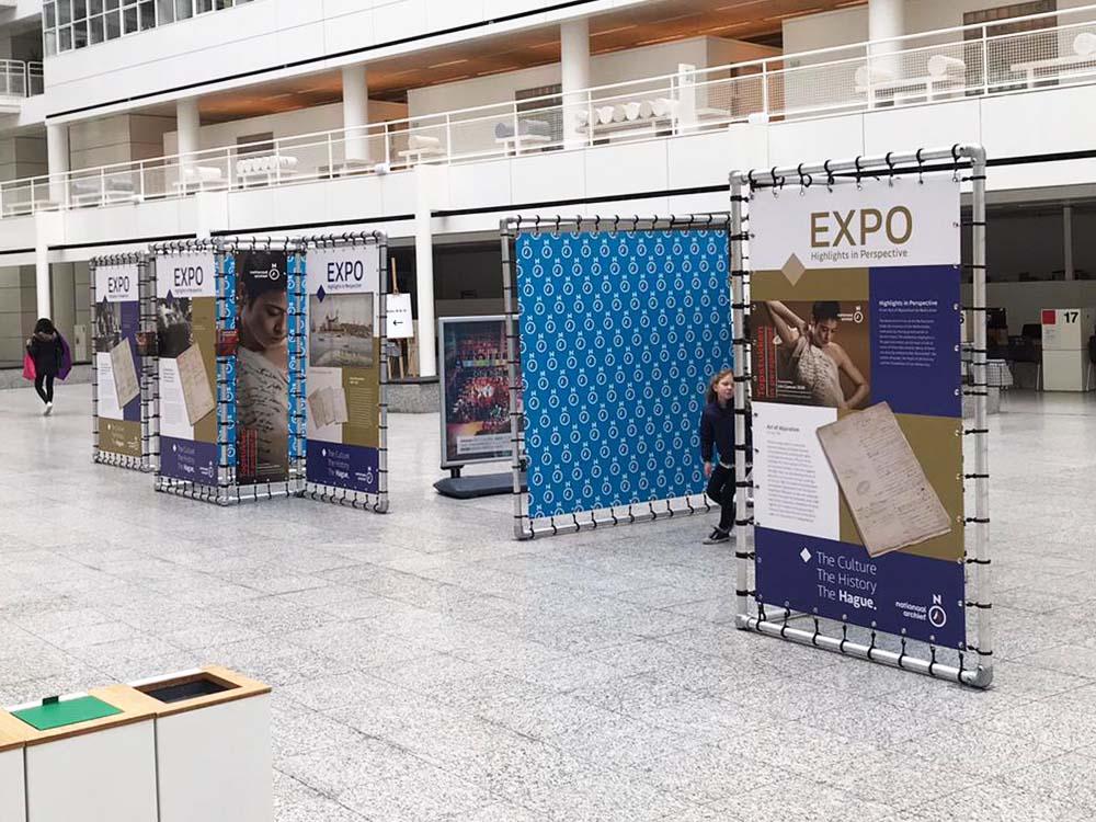 indoor tentoonstelling expo expositie aluminium buizenframe stadhuis Den Haag